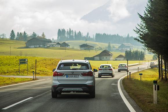 03. 全新BMW X1以澎湃动力在欧洲高速公路上驰骋.jpg