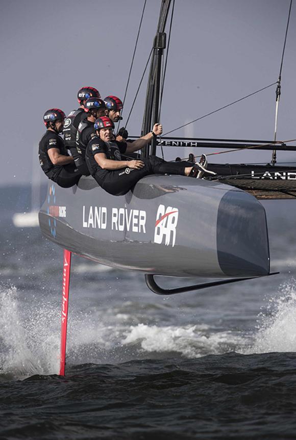 路虎本·安思雷帆船队赢得福冈分站赛胜利,并以最高积分斩获美洲杯帆船赛世界系列赛冠军(3).jpeg