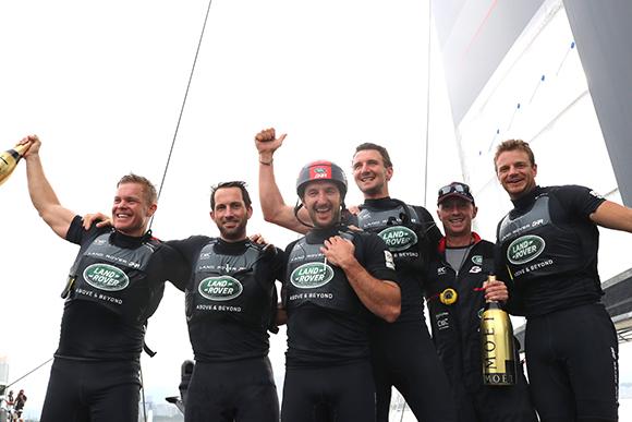 路虎本·安思雷帆船队赢得福冈分站赛胜利,并以最高积分斩获美洲杯帆船赛世界系列赛冠军(1).jpg