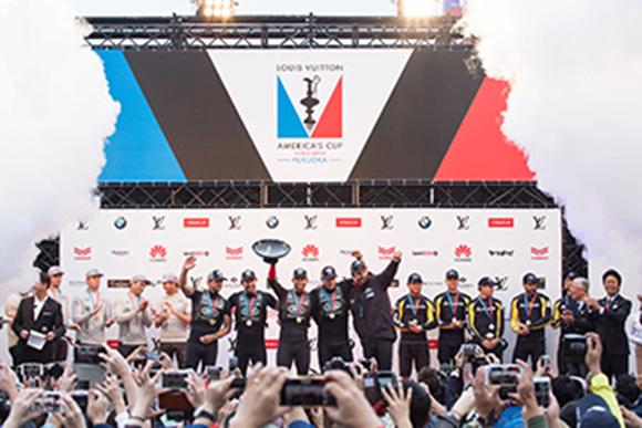 路虎本·安思雷帆船队赢得福冈分站赛胜利,并以最高积分斩获美洲杯帆船赛世界系列赛冠军(2).jpg