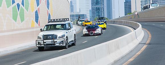4.英菲尼迪QX80迪拜街头上演飞车追逐战 (2).jpg