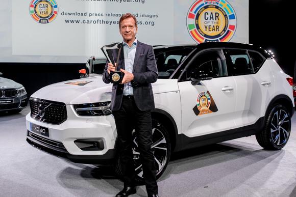 """1_沃尔沃汽车集团总裁兼首席执行官汉肯·塞缪尔森先生领取""""欧洲年度车""""奖项.jpg"""