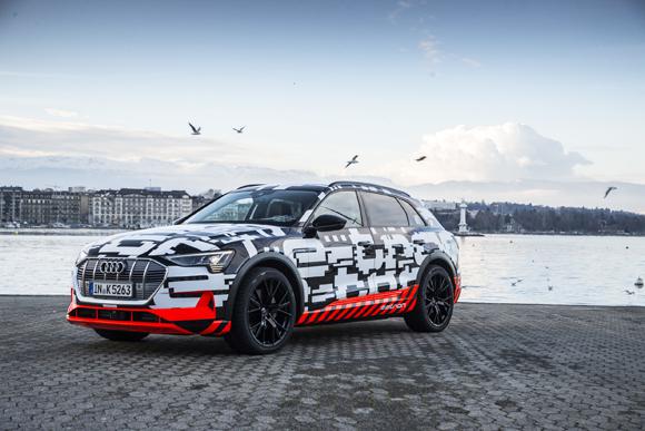 4.奥迪首款量产纯电动SUV原型车——奥迪e-tron prototype将高效节能与动感驾乘体验完美融合.jpg