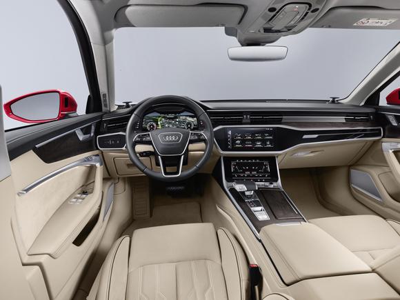 3.全新奥迪A6内饰简洁清晰,质感与科技感兼具。最新MMI车载系统支持触屏操作,与使用智能手机体验相似.jpg