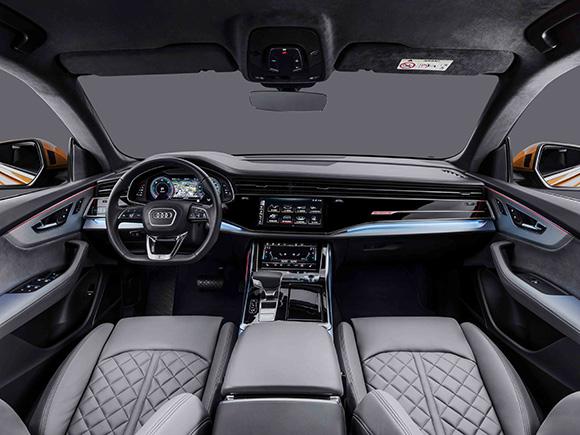 4.奥迪Q8简洁明了的内饰高度协调,营造出独特而静谧的车内氛围.jpg
