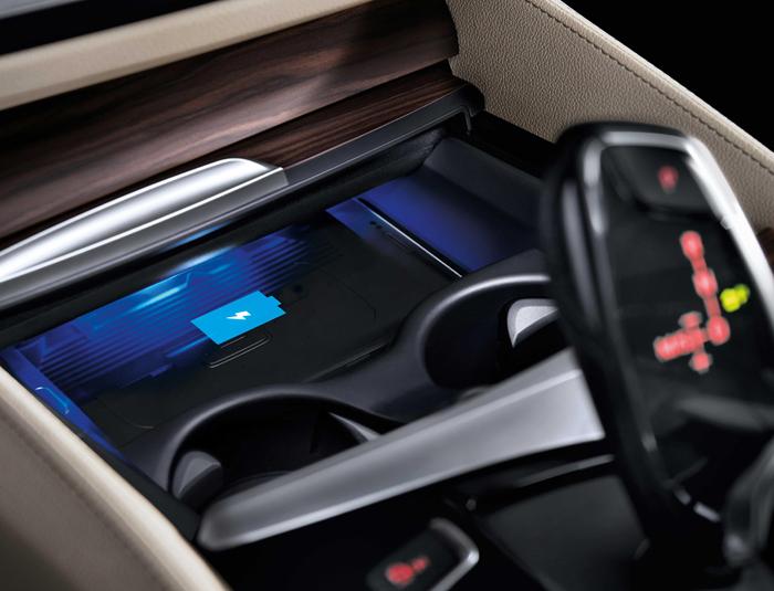 05.新BMW 6系GT 630i M运动大旅行家版配备无线充电功能.jpg