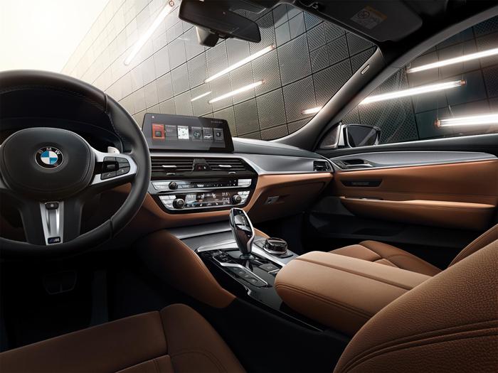 07.新BMW 6系GT 630i M运动大旅行家版金属光泽按键内饰.jpg