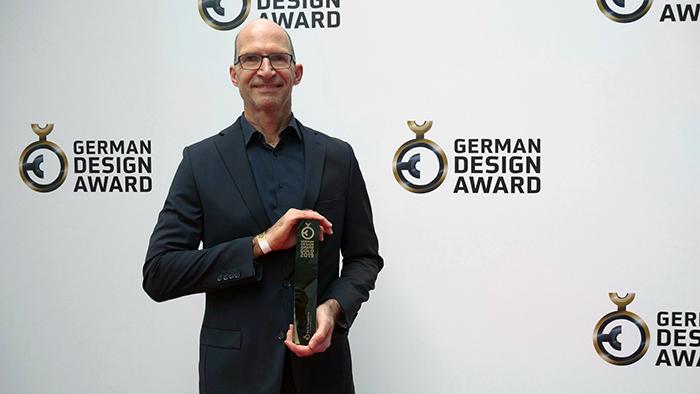 3.大众汽车设计总监Klaus Bischoff先生出席颁奖典礼.jpg