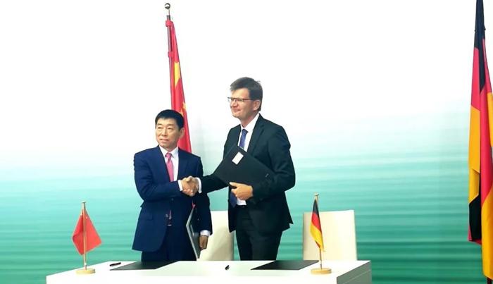 2018年7月10日,长城汽车与宝马正式签署合资经营合同,合资成立光束汽车.jpg
