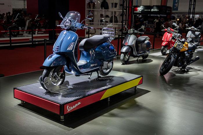 Vespa GTS Touring亮相北京国际摩托车展览会.jpg
