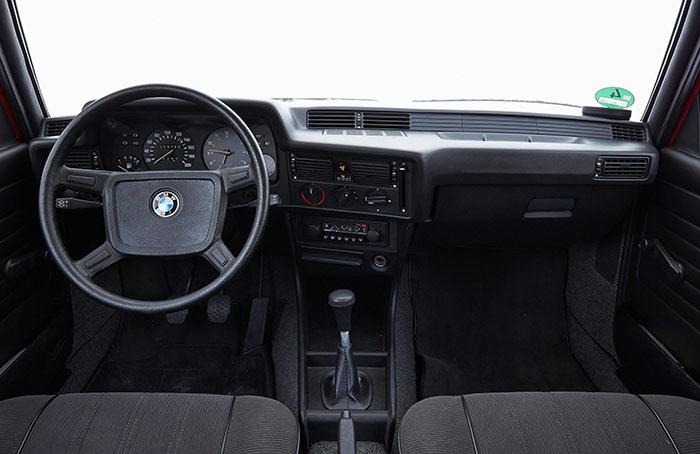 06.第一代BMW 3系中控台.jpg