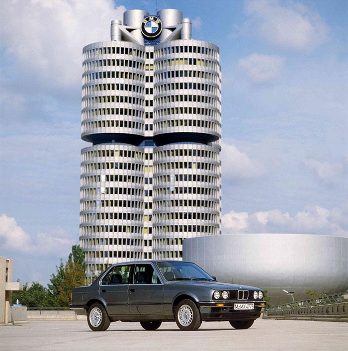 07.四门版的第二代BMW 3系.jpg