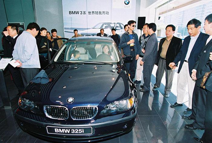 10.首款国产BMW 3系.jpg