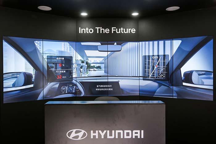 4.现代汽车Into The Future展台.jpg