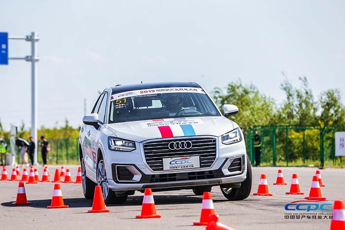 3. 奥迪Q2L在麋鹿测试,蛇形绕桩、0-400米直线加速、SUV越野性能赛、场地综合赛五个项目中均取得组内最优成绩.jpg
