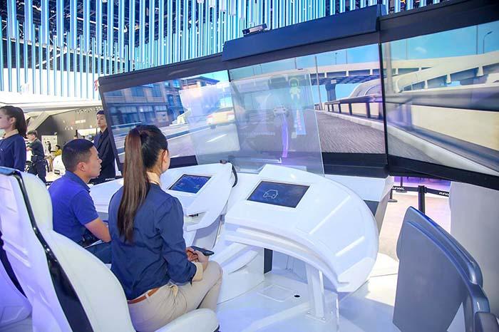 成都车展新四化体验乐园观众体验区.jpg