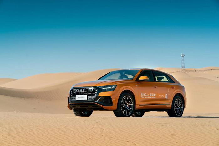 1. 全新奧迪Q8在鄂爾多斯庫布齊沙漠正式上市,售價區間為:768,800元-1,018,800元.jpg