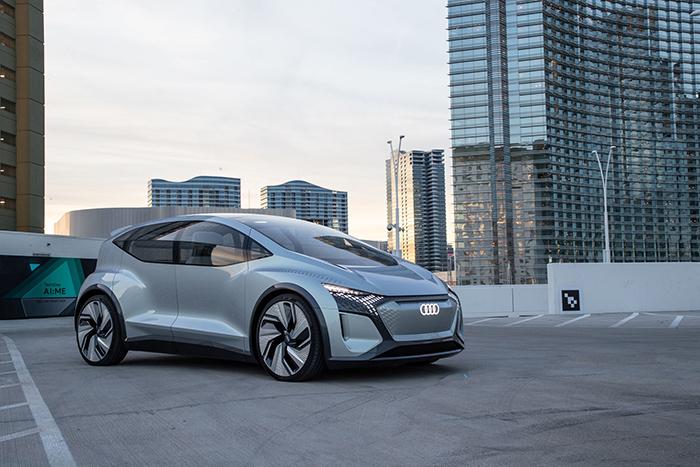 11. 奧迪AI:ME全球首次動態試駕,將自動駕駛與數字化智能科技無縫銜接,為消費者打造更具個性化、智能化的移動出行解決方案。.jpg