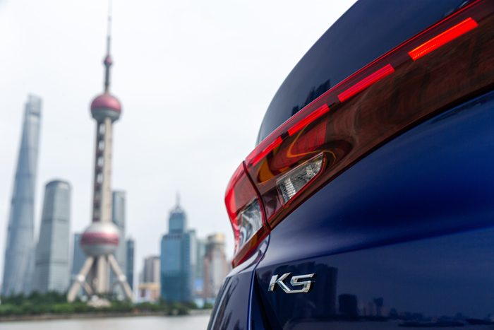 凱酷(ALL NEW K5)藍 貫穿式后尾燈 .jpg