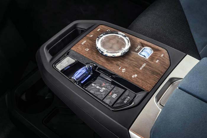 09.創新純電動BMW iX帶隱藏功能的控制面板.jpg