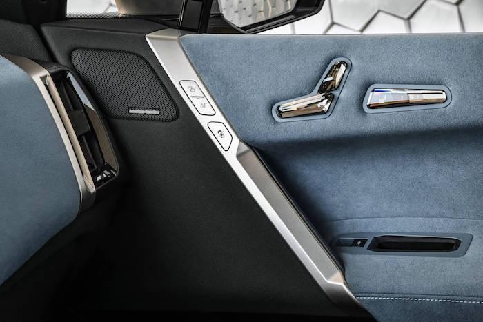 10.創新純電動BMW iX車門裝飾.jpg