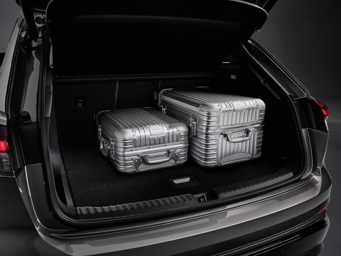 5.作為一款全能家庭用車,車內還擁有充足的后備箱容積.jpeg