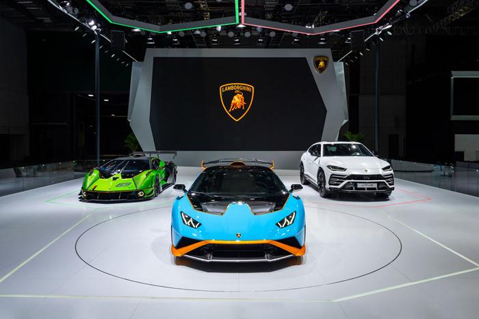 01 - 蘭博基尼汽車公司攜三款首發車型亮相2021上海車展.jpeg